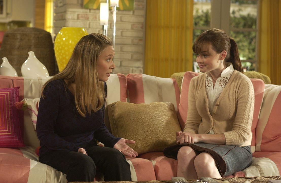 Auch Paris (Liza Weil, l.) kann es nicht fassen, dass Rory (Alexis Bledel, r.) ihr Studium nicht fortsetzen will ... - Bildquelle: Copyright Warner Brother International Television