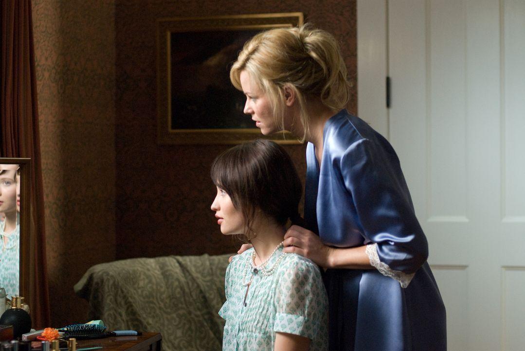 Nach dem tragischen Tod ihrer Mutter kehrt die psychisch labile Anna (Emily Browning, l.) zurück nach Hause. Nichts ist mehr, wie es einmal war, de... - Bildquelle: 2008 DreamWorks LLC and Cold Spring Pictures. All Rights Reserved.