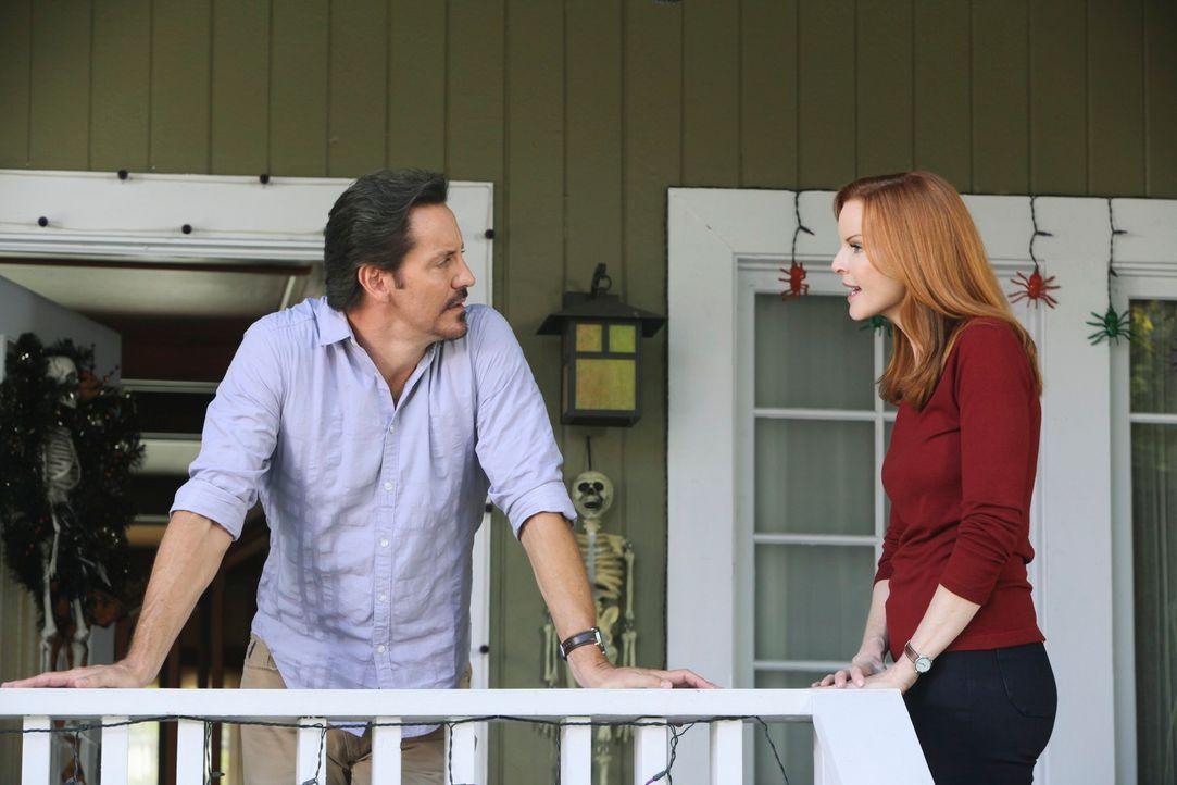Ben (Charles Mesure, l.) hält für Bree (Marcia Cross, r.) und ihren Freundinnen einen ganz besonders großen Schock bereit, denn Ben möchte genau auf... - Bildquelle: ABC Studios