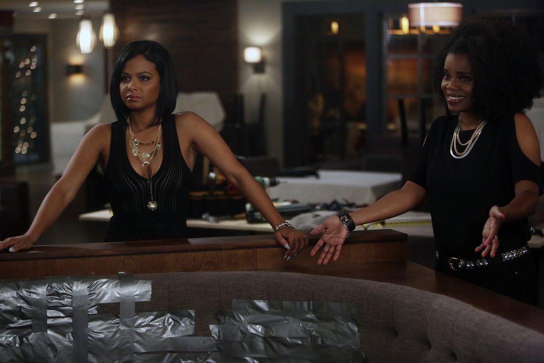 Vanessa (Christina Milian, l.), Annelise (Kelly Jenrette, r.) und Sara wollen in einer angesagten Bar Spaß haben und flirten. Doch die Männer dort e... - Bildquelle: Jordin Althaus 2016 ABC Studios. All rights reserved.