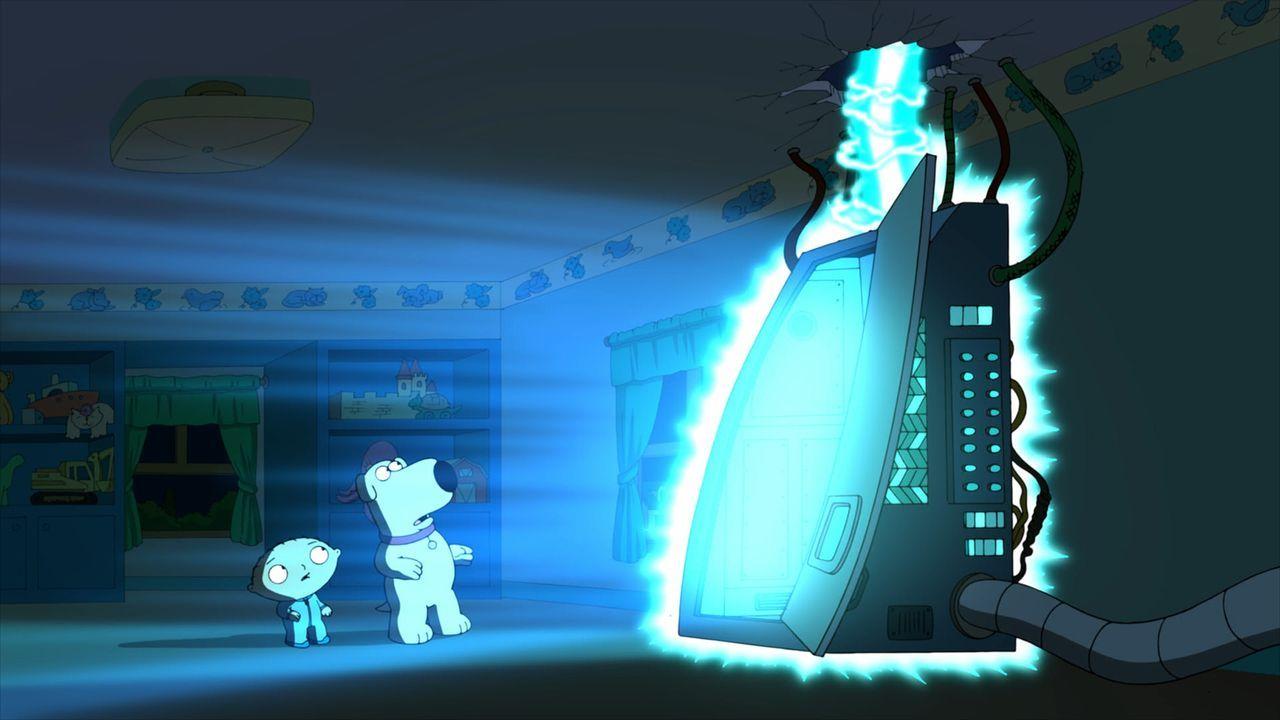 Um Mädchen zu beeindrucken, benutzt Brian (r.) Stewies (l.) Zeitmaschine. Leider begeht er dabei einen fatalen Fehler und löst dabei eine Druckwelle... - Bildquelle: 2013 Twentieth Century Fox Film Corporation. All rights reserved.