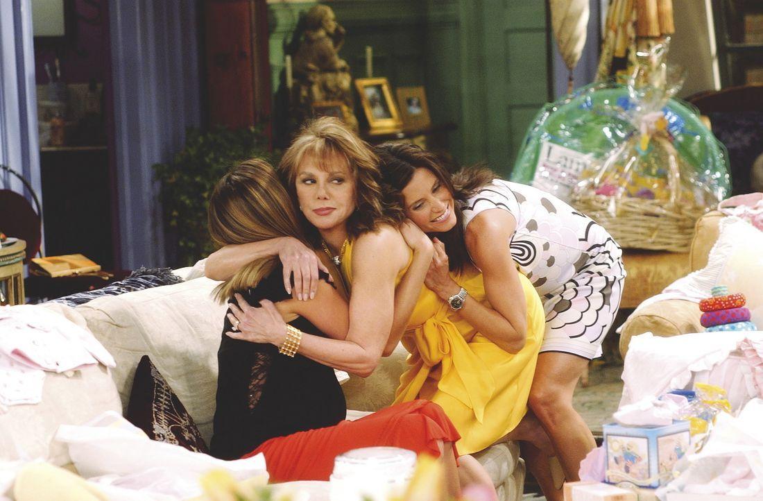 Monica (Courteney Cox Arquette, r.) möchte von allen liebgehabt werden, auch von Rachels Mutter (Marlo Thomas, M.). - Bildquelle: TM+  WARNER BROS.