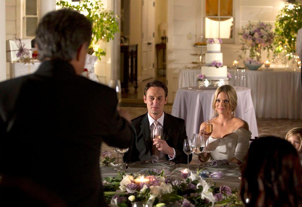 Nachdem alles gut überstanden ist, geben sich Will (Josh Stewart, M.l.) und JJ (A. J. Cook, M.r.) das JA-Wort ... - Bildquelle: ABC Studios