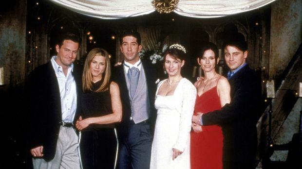Ross (David Schwimmer, 3.v.l.) soll heiraten: Chandler (Matthew Perry, l.), J...