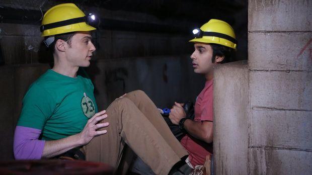Raj (Kunal Nayyar, r.) und Sheldon (Jim Parsons, l.) planen, an einem Forschu...