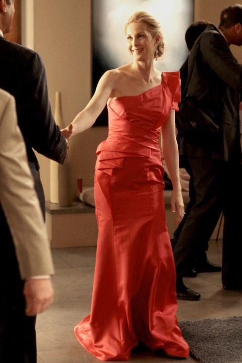 Wurde vom Gericht unter Hausarrest gestellt und sie darf ihre Wohnung nicht verlassen. Eine Fußfessel überwacht sie: Lily (Kelly Rutherford) ... - Bildquelle: Warner Bros. Television