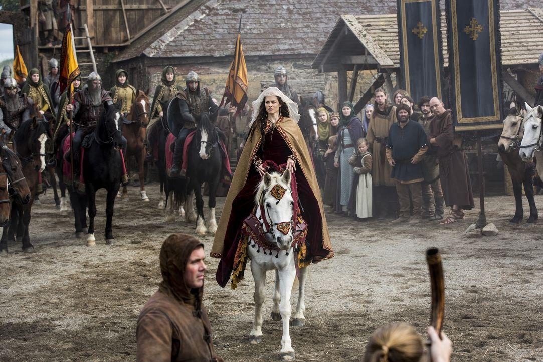Nachdem Aslaug einen Sohn mit Missbildungen zur Welt gebracht hat, will Ragnar ihn töten, um ihm so ein qualvolles Leben zu ersparen, während König... - Bildquelle: 2014 TM TELEVISION PRODUCTIONS LIMITED/T5 VIKINGS PRODUCTIONS INC. ALL RIGHTS RESERVED.