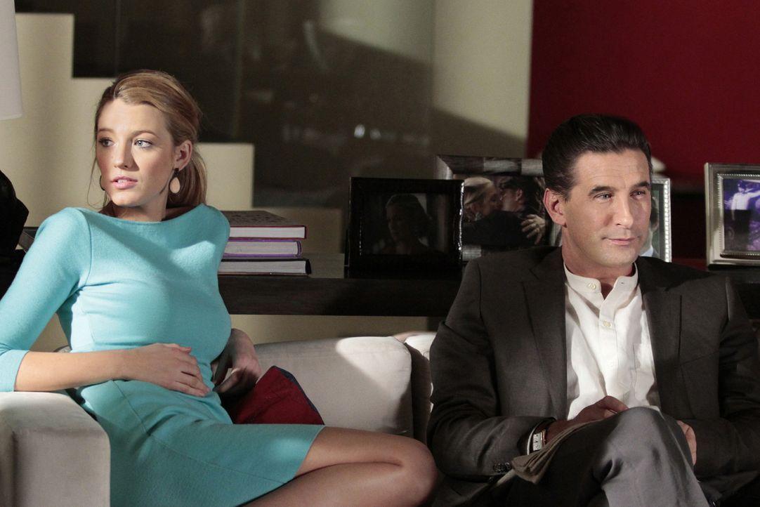 Leider ist Eric nicht so begeistert vom Auftauchen seines Vaters (William Baldwin, r.), wie Serena (Blake Lively, l.) es ist ... - Bildquelle: Warner Bros. Television