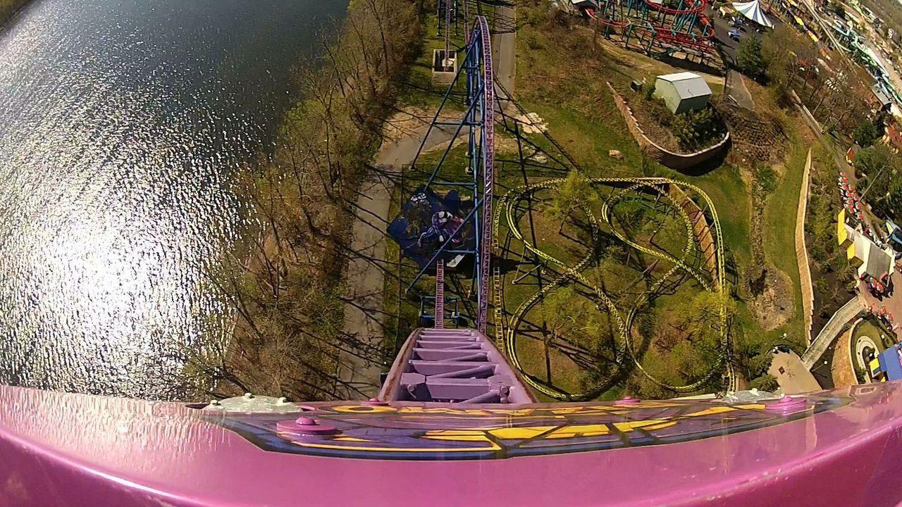 """Die """"Bizzarro"""" Achterbahn hat durch ihre überwältigenden Steigungen und Gefälle einen besonderen Reiz für Adrenalin-Junkies ... - Bildquelle: 2012, The Travel Channel, L.L.C. All rights Reserved."""