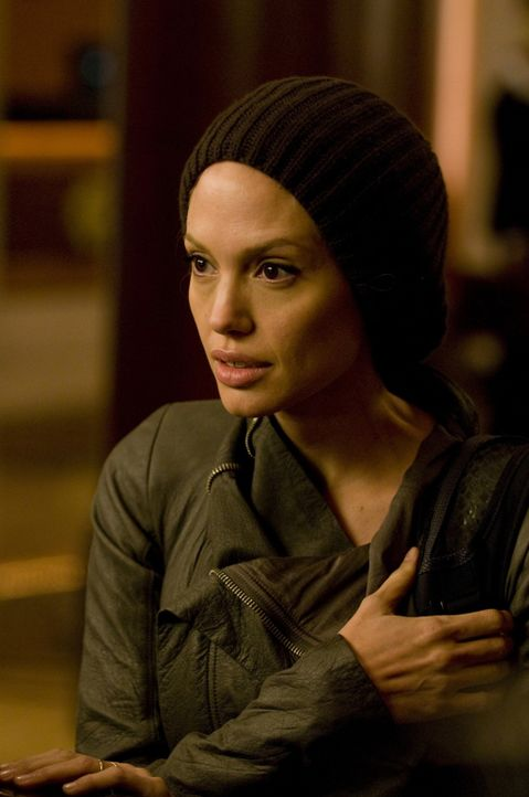 Ist Evelyn Salt (Angelina Jolie) ein mutige und integre CIA-Agentin oder ist sie eine schon als Kind zur Doppelspionin ausgebildete russische Schlä... - Bildquelle: 2010 Columbia Pictures Industries, Inc. and Beverly Blvd LLC. All Rights Reserved.