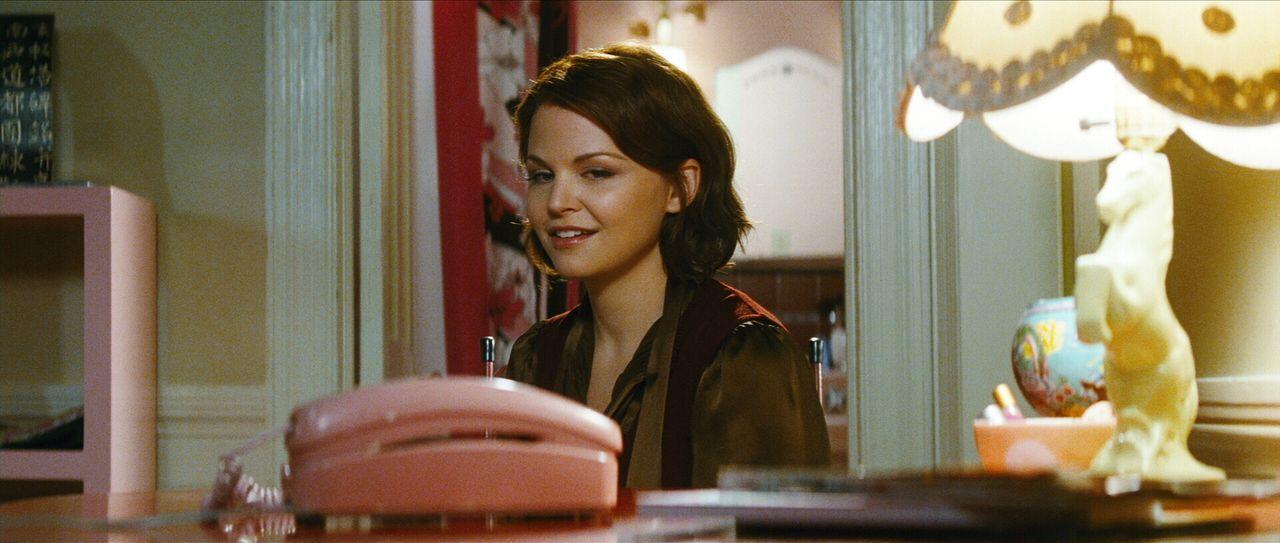 Wünscht sich einen Mann, der nicht nur anzurufen verspricht, sondern es auch tut: Gigi (Ginnifer Goodwin) ... - Bildquelle: Warner Brother