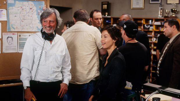 Phillip Kaufmann (l.) und Ashley Judd (3.v.l.) bei den Dreharbeiten zu