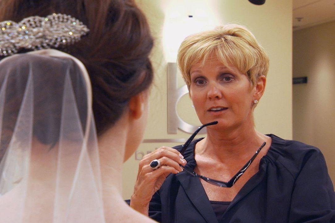 Lori Allen (r.) hilft ihren Kundinnen bei der Auswahl des perfekten Hochzeitskleides ... - Bildquelle: TLC & Discovery Communications