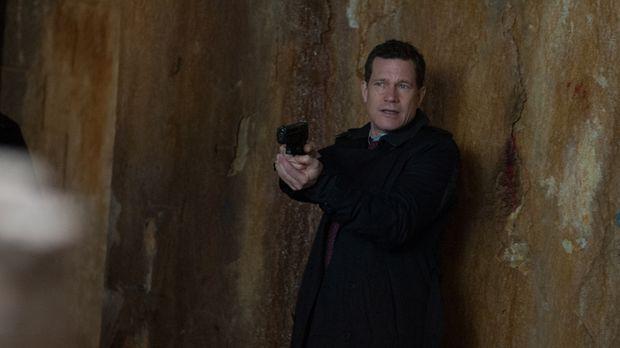 Als ein Studienabbrecher ermordet wird, macht sich Al (Dylan Walsh) auf die S...