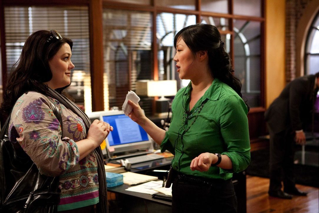 Vom Model zur vielbeschäftigte Anwältin mit eigener Assistentin: Jane (Brooke Elliott, l.) und Teri (Margaret Cho, r.) ... - Bildquelle: 2009 Sony Pictures Television Inc. All Rights Reserved.