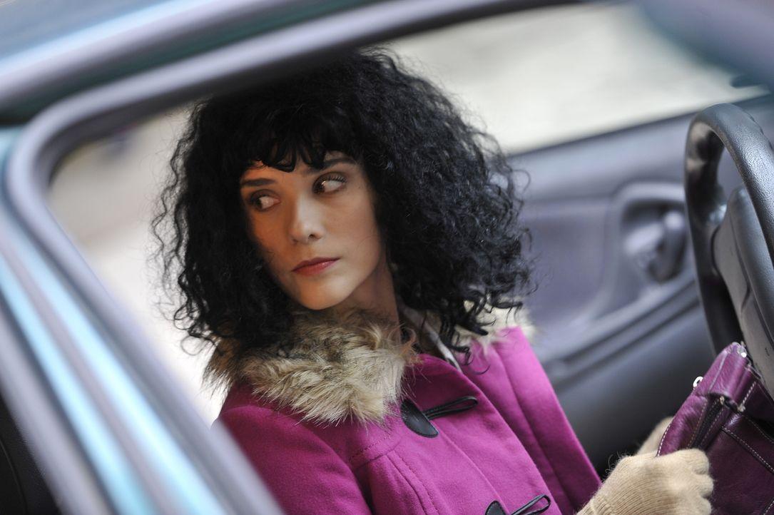 Böse Vorahnung: Als Kacy Kay Ray nach dem Supermarkt-Besuch in ihr Auto steigt, fühlt sie sich beobachtet. Ein paar Stunden später wird die Leiche d... - Bildquelle: Jag Gundu Cineflix 2012