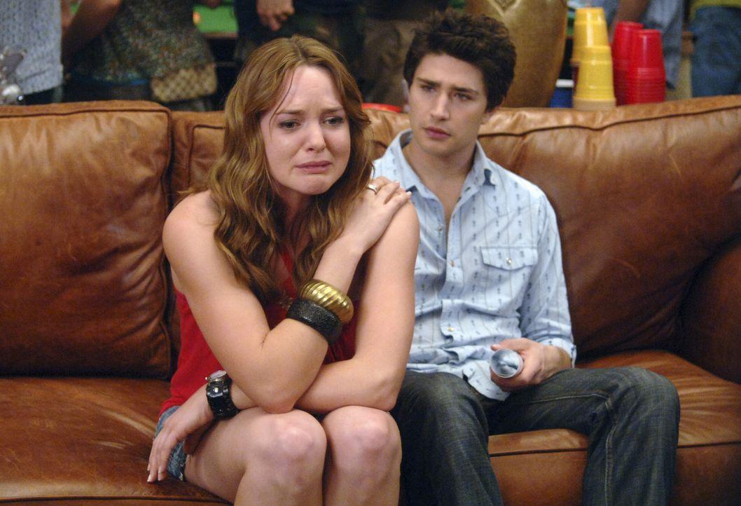 Machen auf einer Party eine bittere Erfahrung: Lori (April Matson, l.) und Kyle (Matt Dallas, r.) ... - Bildquelle: TOUCHSTONE TELEVISION