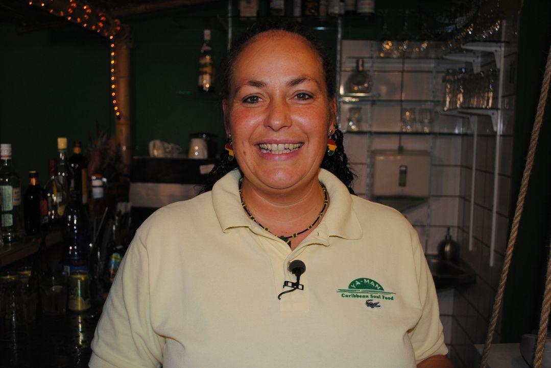 Servicekraft Kerstin hat Sternekoch Frank Rosin gerufen. Unentgeltlich hilft sie im Restaurant ihrer Freundin aus und ist der Meinung, dass hier dri... - Bildquelle: kabel eins