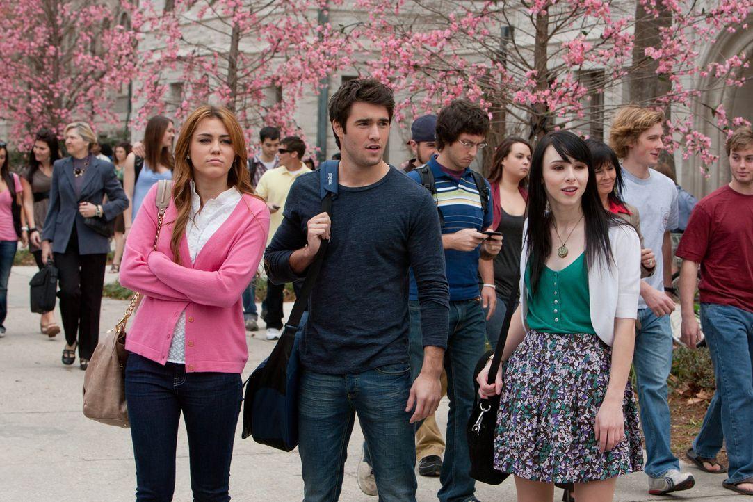 Alex (Lauren McKnight, r.) und Nicholas (Josh Bowman, M.) wissen nicht, dass Kommilitonin Molly (Miley Cyrus, l.) vom FBI ins College eingeschleust... - Bildquelle: Saeed Adyani Bluefin Productions LLC