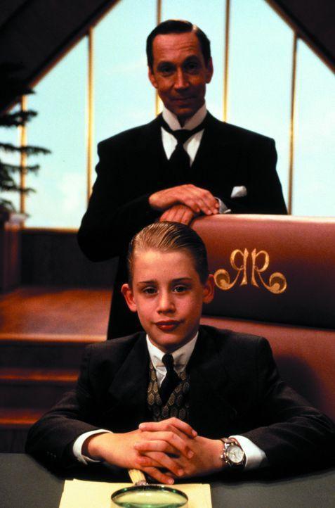 Als seine Eltern nach einem Flugzeugunglück verschollen sind, braucht Luxuskind Richie Rich (Macaulay Culkin, vorne) dringend Freunde, die ihm bei... - Bildquelle: 1994 Warner Bros.