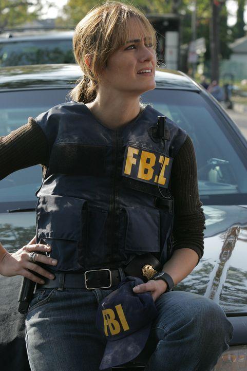 Megan (Diane Farr) muss mit einem Sondereinsatzkommando den vermeintlichen Kopf eines Drogenhändlerrings ausheben ... - Bildquelle: Paramount Network Television