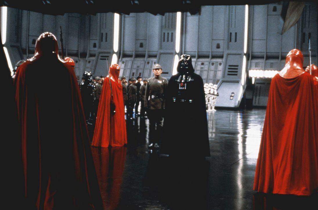 Die Ankunft des Imperators wird von seinen Sturmtruppen erwartet ... - Bildquelle: Lucasfilm LTD. & TM. All Rights Reserved.