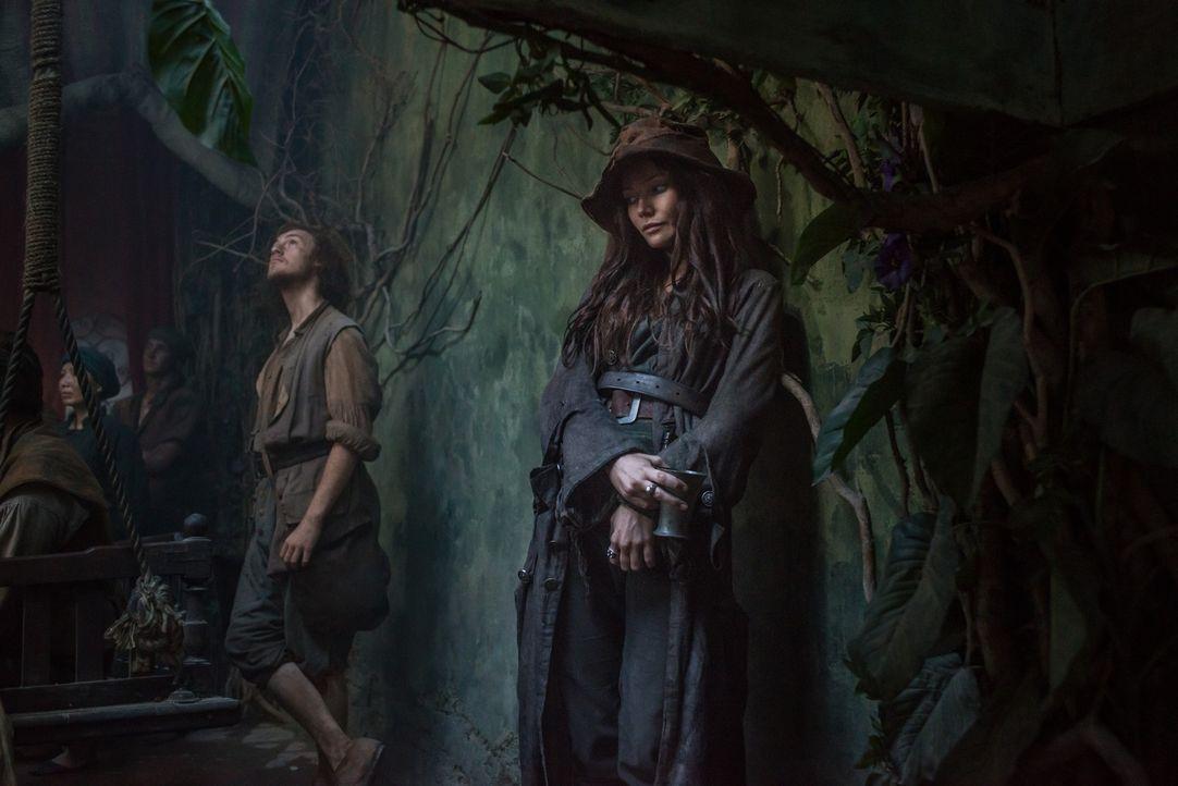 Nachdem Jacks neue Crew von ihm verlangt, dass entweder Anne (Clara Paget, r.) oder Max gehen soll, entscheidet sich Jack gegen Anne ... - Bildquelle: 2015 Starz Entertainment LLC, All rights reserved.