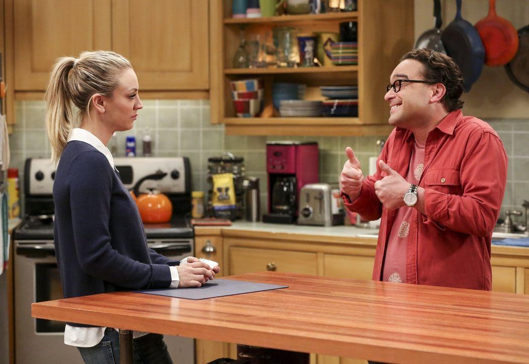 Als Penny (Kaley Cuoco) ihrem Ehemann Leonard (Johnny Galecki) erzählt, dass sie ein Job Angebot von ihrem Ex-Freund bekommen hat, sprüht dieser för... - Bildquelle: 2016 Warner Brothers