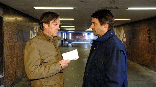 Armin (Rainer Will, l.) bezahlt Jaecki (Uli Drewes, r.) nicht die Summe, die...