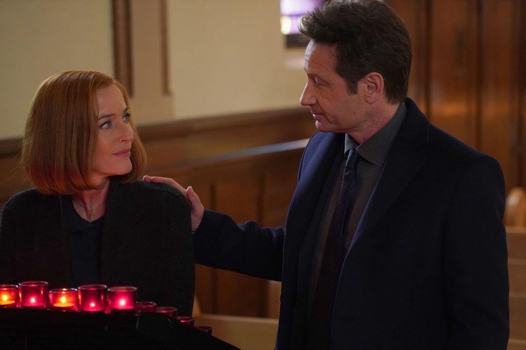 Mulder (David Duchovny, l.) will Scully (Gillian Anderson, r.) immer zur Seite stehen, während diese Rat und Frieden in ihrem Glauben an Gott sucht... - Bildquelle: Shane Harvey 2018 Fox and its related entities.  All rights reserved.