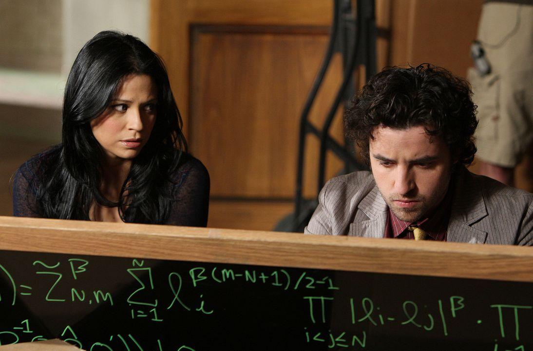 Auf der Spur eines Serienkillers: Charlie (David Krumholtz, r.) und Amita (Navi Rawat, l.) ... - Bildquelle: Paramount Network Television
