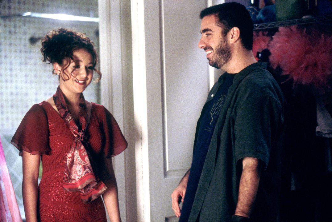 Alexa Vega, l. und Regisseur Joe Nussbaum, r. in der Drehpause ... - Bildquelle: 2004 METRO-GOLDWYN-MAYER PICTURES INC. ALL RIGHTS RESERVED.