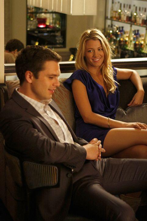 Rache ist süß, und so lässt Serena (Blake Lively, r.) mit Carters (Sebastian Stan, l.) auch das zweite Geschäftsgespräch von Chuck platzen ... - Bildquelle: Warner Brothers