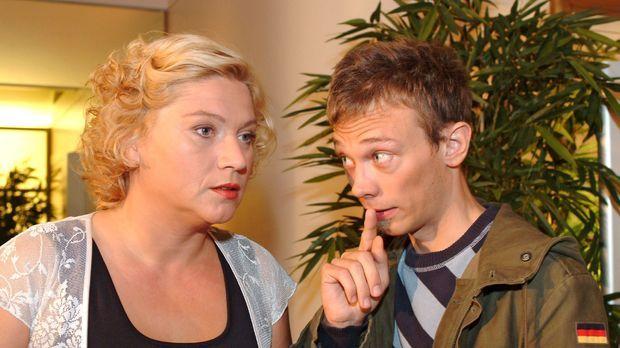 Agnes (Susanne Szell, l.) trifft Jürgen (Oliver Bokern, r.) bei Kerima Moda i...