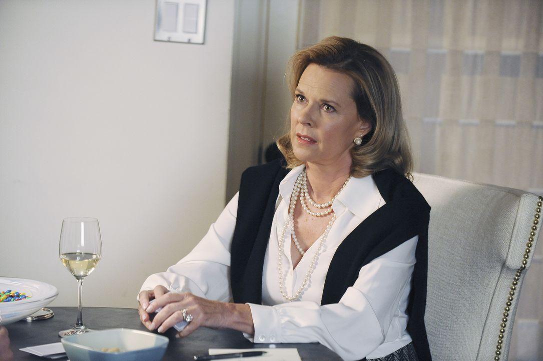 Lässt ein schockierendes Familiengeheimnis platzen: Addisons Mutter Bizzy (JoBeth Williams) ... - Bildquelle: ABC Studios