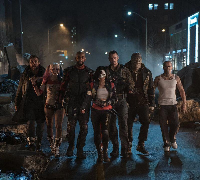 (v.l.n.r.) George Harkness / Captain Boomerang (Jai Courtney); Harley Quinn (Margot Robbie); Deadshot (Will Smith); Katana (Karen Fukuhara); Rick Fl... - Bildquelle: Warner Bros.