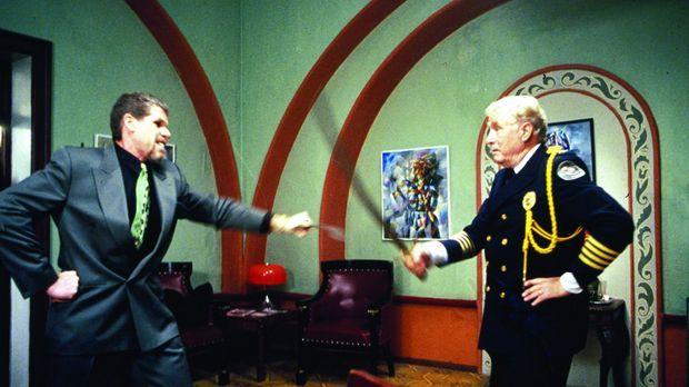 Während seine Kollegen ermitteln, tummelt sich Commandant. Eric Lassard (Geor...