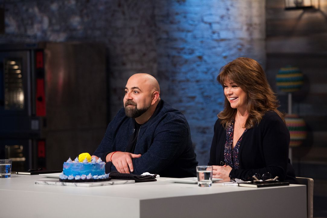 (v.l.n.r.) Duff Goldman; Valerie Bertinelli - Bildquelle: 2018, Television Food Network, G.P. All Rights Reserved.