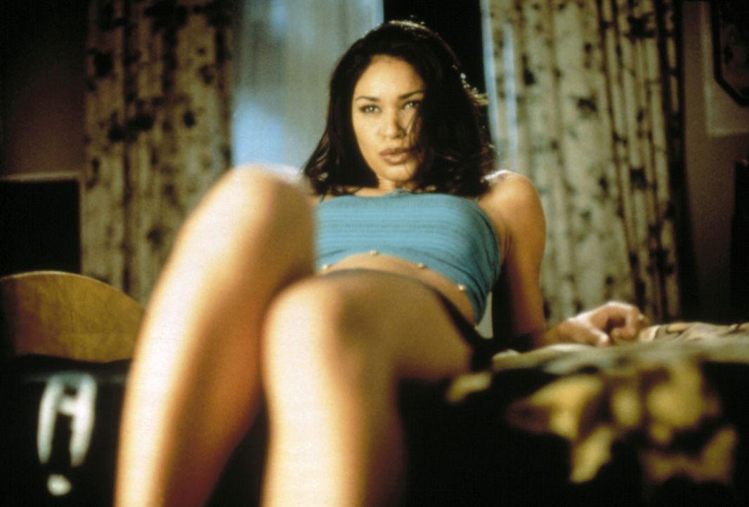 D'Wana (Tamala Jones) geizt nicht mit ihren Reizen ... - Bildquelle: Kinowelt Filmverleih