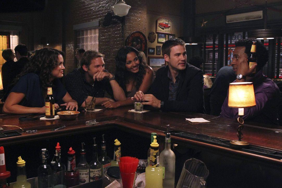 Eine ganz besondere Clique: Fitz (Andre Holland, r.), Ben (Ryan Hansen, 2.v.l.), Sara (Danneel Ackles, l.), Riley (Jessica Lucas, M.) und Aaron (Zac... - Bildquelle: NBC Universal, Inc.