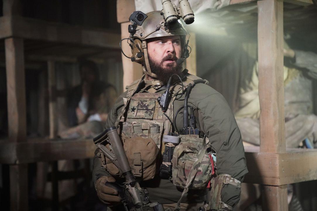 Einer heißen Spur folgend, stoßen Sonny (A.J. Buckley) und das SEAL Team auf die seit Jahren verschwundene Frau des Verdächtigen, doch dann schaltet... - Bildquelle: Cliff Lipson Cliff Lipson/CBS   2018 CBS Broadcasting, Inc. All Rights Reserved.