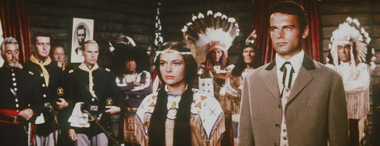 Um endlich den Frieden zwischen der US-Armee und den Indianern dauerhaft zu festigen, verzichtet Winnetou auf seine große Liebe, die Häuptlingstoc... - Bildquelle: Columbia Pictures