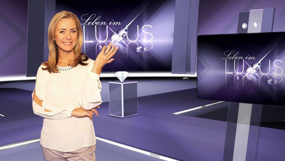 """Luxus ist, wenn Geld keine Rolle spielt. Wo das der Fall ist, dort ist Bettina Cramer. In ihrem Magazin """"Leben im Luxus"""" gibt sie Einblicke in das glamouröse Dasein der Schönen und Reichen ..."""