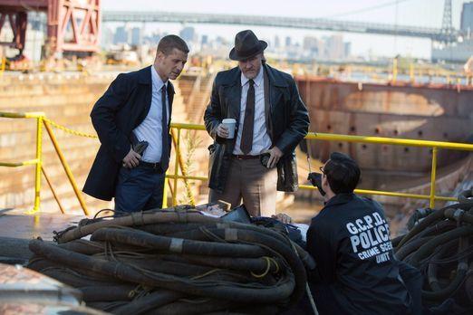 Gotham - Ein junger Mann wird tot aufgefunden. Gordon (Ben McKenzie, l.), Bul...