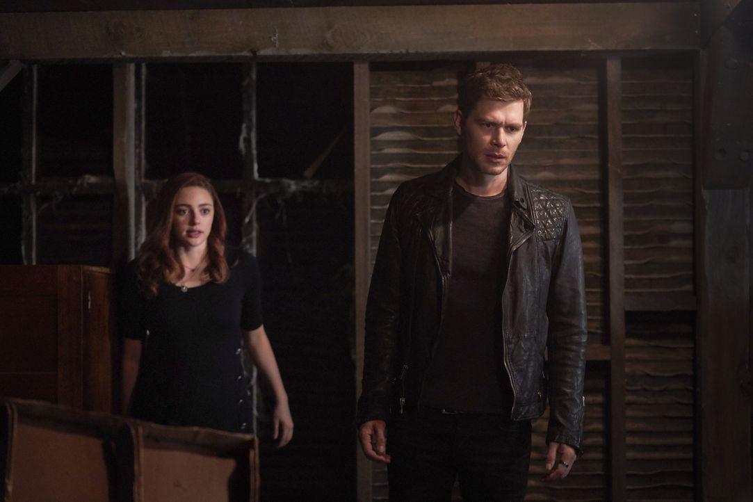Hope (Danielle Rose Russell, l.); Klaus (Joseph Morgan, r.) - Bildquelle: Warner Bros.