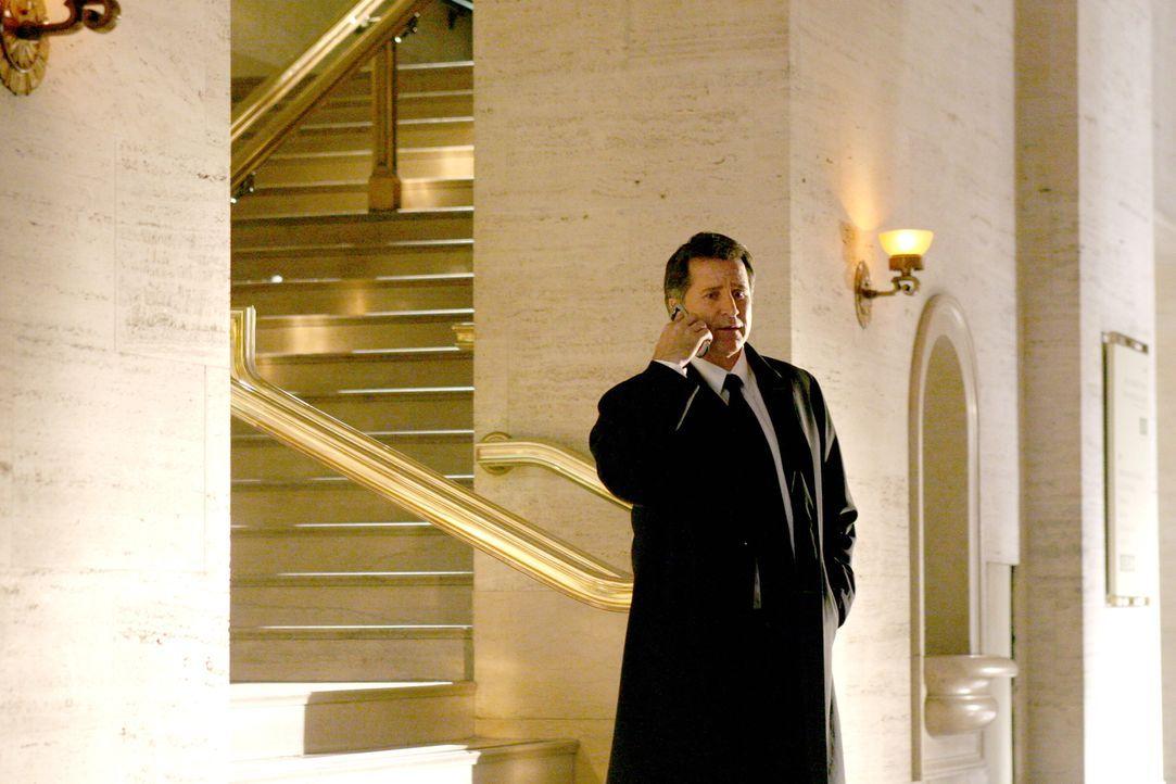 Jack Malone (Anthony LaPaglia) und sein Team machen sich auf die Suche nach Hinweisen des verschwundenen Ian Norville ... - Bildquelle: Warner Bros. Entertainment Inc.