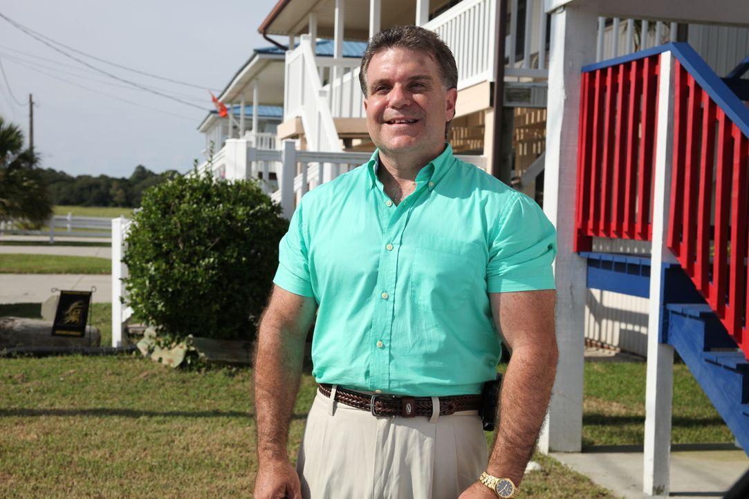 Auf der Suche nach einem Familien-Anwesen an der Atlantikküste South Carolinas: Makler Matt Becker ... - Bildquelle: 2013,HGTV/Scripps Networks, LLC. All Rights Reserved
