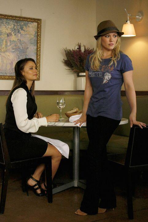"""""""Ich habe dir doch erklärt, dass ich mir ein ganz  normales College-Leben wünsche"""", erklärt Olivia (Hilary Duff, r.) genervt ihrer Publizistin Casey... - Bildquelle: Warner Brothers"""
