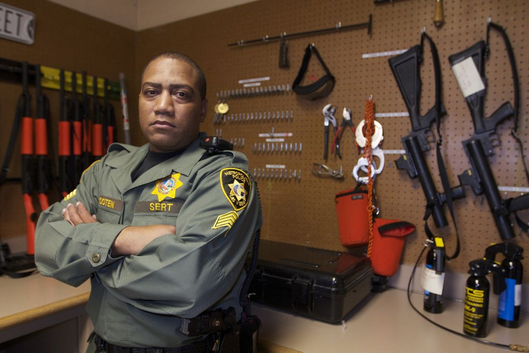 Sgt. Kenny Wooten im Waffenraum des CCDC in Las Vegas ... - Bildquelle: James Peterson National Geographic Channels