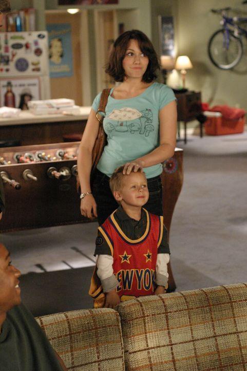 Haley (Bethany Joy Lenz, hinten.) macht sich Sorgen um ihren Sohn Neffen Jamie (Jackson Brundage, vorne), der sich immer mehr von seinem Vater abwen... - Bildquelle: Warner Bros. Pictures